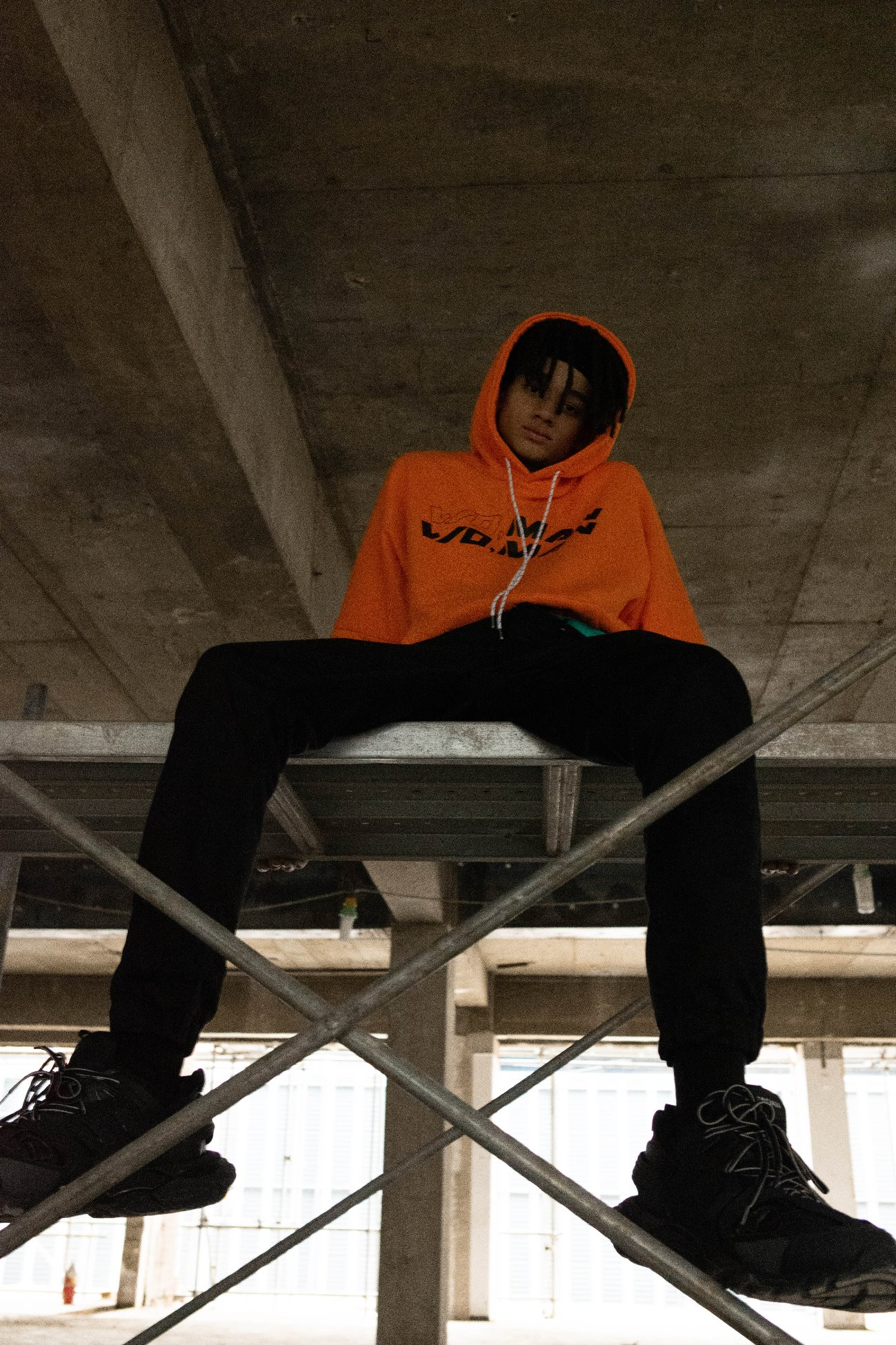[UNISEX] DIFFERENT LETTERED HOODY ORANGE